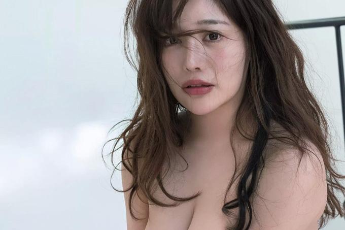 益坂美亜 超天然キャラの強烈ボディ…初脱ぎ。