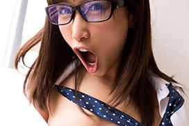 AV女優、小島みなみのお茶目で可愛いエロ画像