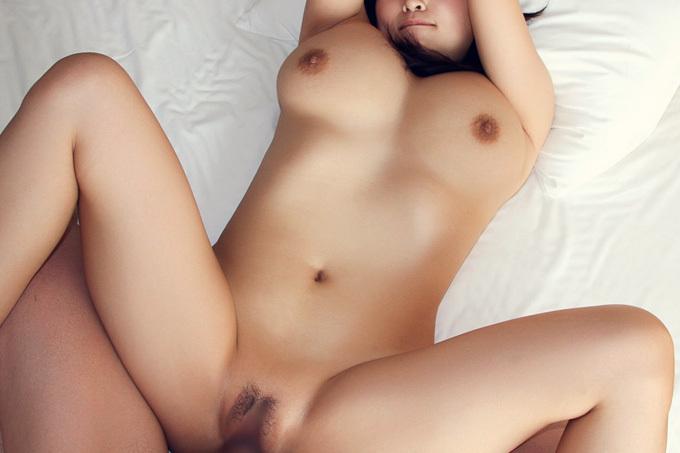 ムチムチボディを突いて揺らす…正常位セックス画像100枚