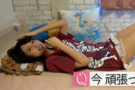 桃月なしこ(22)がいやらしくベッドで寝る