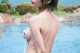 【ヌード】インスタで話題の引きこもり美女、全裸になる…とち狂って野外モロ出しwww