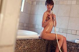 水もしたたる…シャワー中のえっちなお姉さんの画像100枚