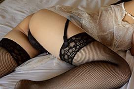 【ガーターベルトエロ画像】エロボディなギャルが全裸ガーターベルトでご奉仕セックスしてくれるエロさは異常ww