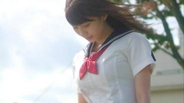 小倉優香(19)のセーラー服を脱がしたい