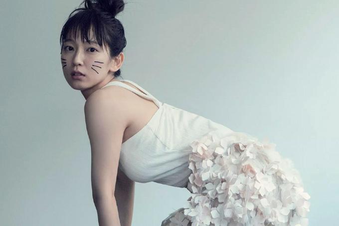 吉岡里帆 不思議な世界に迷い込んだキュートなお姉さん。