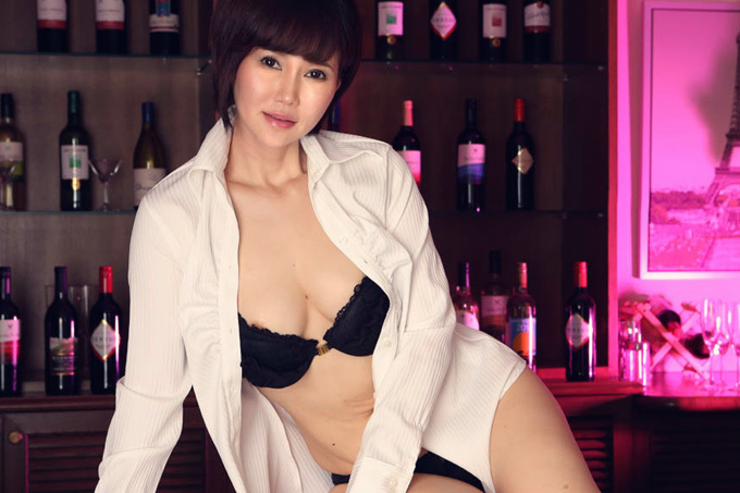 赤坂ルナ 上品な美熟女が淫らに濡れる…。