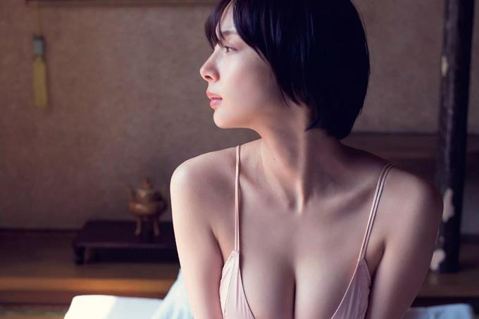 岡田紗佳 色気たっぷりの役満ボディ