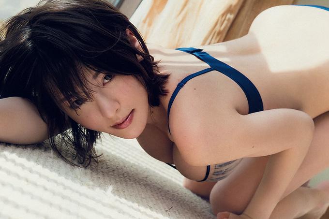 """奈月セナ 最高の""""美体""""…グラビア界の新星!"""