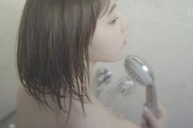 宮脇咲良の生ブラ&全裸シャワーシーン!完全にエロ路線へ…(※画像あり)