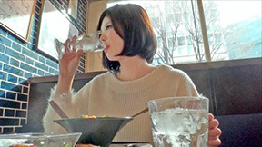 カレーうどん食べてた女性が脱いだらバスト96㎝だったの巻