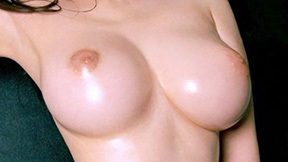 釣鐘型おっぱい画像!!乳首は上向き美巨乳の100枚