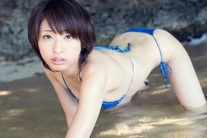 美麗グラビア × 秋山祥子 青い空と青い水着とエッチなカラダ