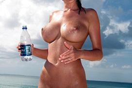 おっぱい見放題なヌーディストビーチのエロ画像 part2