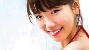 飯豊まりえ(20) 清楚系女優のくびれ美乳。