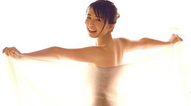 欅坂46長濱ねる、バスタオル一枚の透け透けショット!エロ満載の写真集がとんでもないことになってる・・・