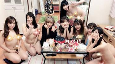 【バカッター】全裸でたこ焼きパーティーする美女8人のヌード画像がこちら…