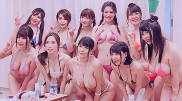 AV女優が集結した「ロケット巨乳水泳大会」が卑猥