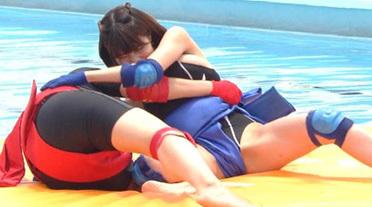 ロンハー水泳で岸明日香のM字開脚相撲