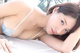 フェロモンを舞い立たせながら服を脱いでいく染谷有香(24)のグラビア画像
