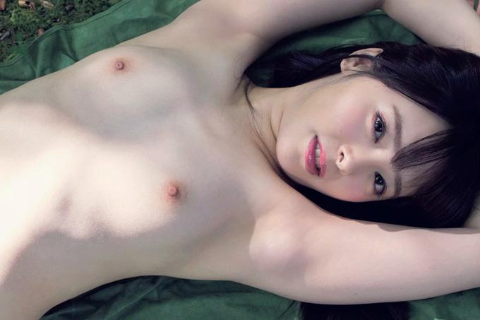 小倉由菜 アイドル級の笑顔にもち肌Dカップ…天使な19歳の初脱ぎ!