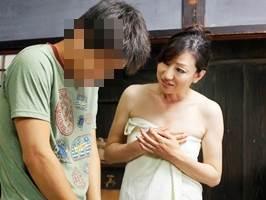 新澤久美子〈五十路〉隣の息子さんを勝手に筆下ろす淫欲マダム
