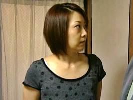 愛川咲樹(ヘンリー塚本)義理の息子に自慰を見られハメられたマダム