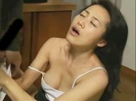 沢村ゆうみ(ヘンリー塚本)盲目の人妻がベッドまで待てずに玄関で発情