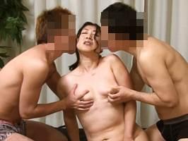 藤沢芳恵(五十路)初めての二穴交尾に白目を剥いてアクメするマダム