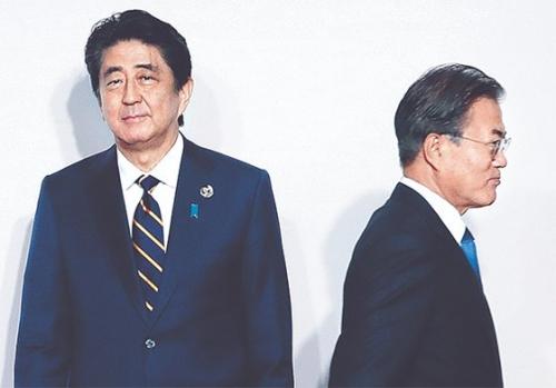 韓国人「安倍の計画が死ぬ。土下座すれば許してやるぞ?」「日本の謝罪のターン!」 8月日本訪問韓国観光客半分…安倍4000万人誘致直撃弾