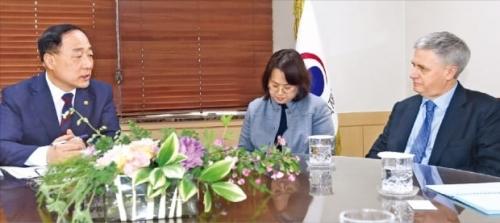 ムーディーズ「韓国は終わり」 韓国人「韓国から脱出する…」
