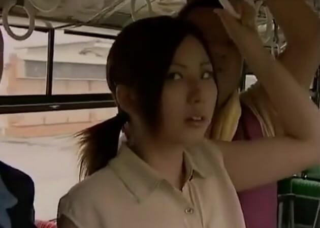 【ヘンリー塚本】痴〇vs痴女!!28歳独身で性欲強すぎる変態OLの痴女が通勤バス内でノーブラノーパンで痴〇を待ち構えるw