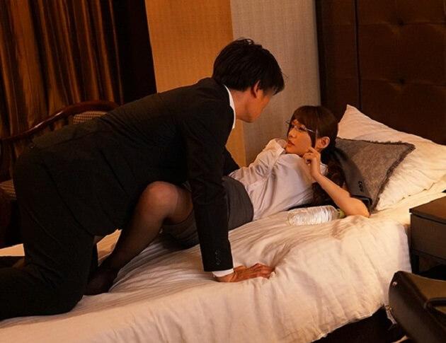 【出張先相部屋NTR】出張先で絶倫の上司とまさかの相部屋になってしまい一晩中何度もイカされ寝取られていく人妻OL