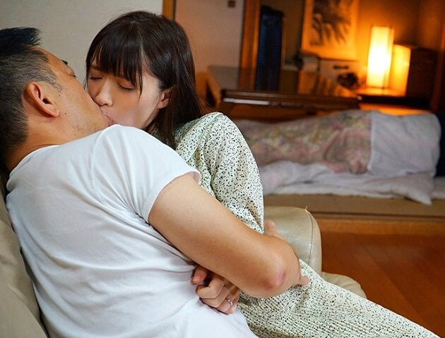 【人妻NTR】愛する夫の親だから拒めない!義父のセクハラを拒絶できず夫のすぐ傍で毎晩犯されイカされ続け寝取られる嫁!
