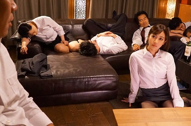 【W不倫】上司宅での飲み会で人妻同僚と2人きりに!夫や妻への罪悪感よりもスリルや背徳感が勝り濃厚浮気セックスに発展!