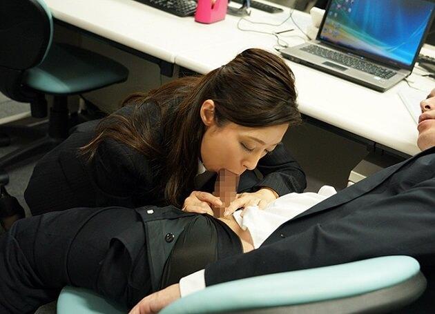 こんな女上司が欲しい!!キャリアウーマンで厳しい人妻女上司が仕事に忙殺される部下に情が移り逆夜這いセックス!