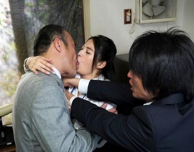 【人妻NTR】「あなた、ごめんなさい…私、社長に犯されてしまいました」巨乳の愛妻が社長に騙され寝取られ中出し種付けプレスされ完堕ち!