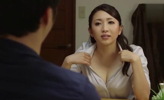 【人妻逆NTR】女上司が部下の夫婦宅で部下を誘惑!部下宅で部下を逆夜這いして妻の隣りで夫を犯しまくる痴女上司!