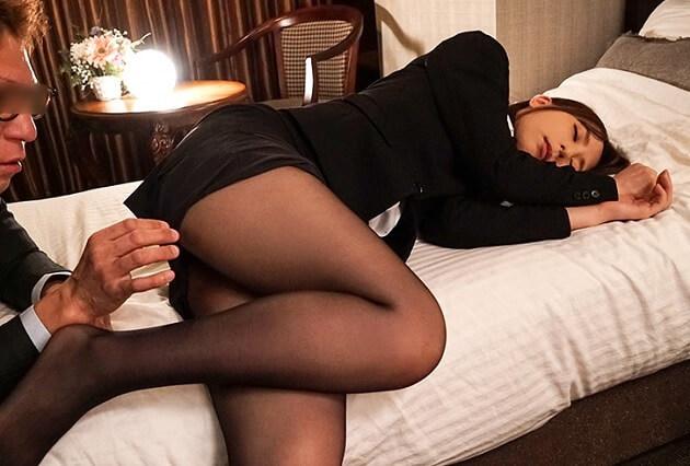 【出張先相部屋NTR】憧れの人妻である女上司と中出し寝取りセックス!子宮に部下の精子が連続種付けされ続け完堕ちする人妻女上司!