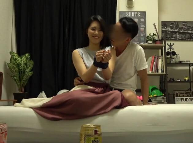 関西から上京した21歳のOLをヤリ部屋へ連れ込み両手首を拘束してカラダをねっとり愛撫からの盗撮セックス