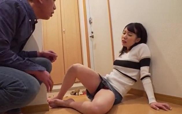 泥酔した隣人の若妻が部屋を間違えて入ってきたので、寝室に連れ込み他人の奥さんに中出し種付けして孕ませる!