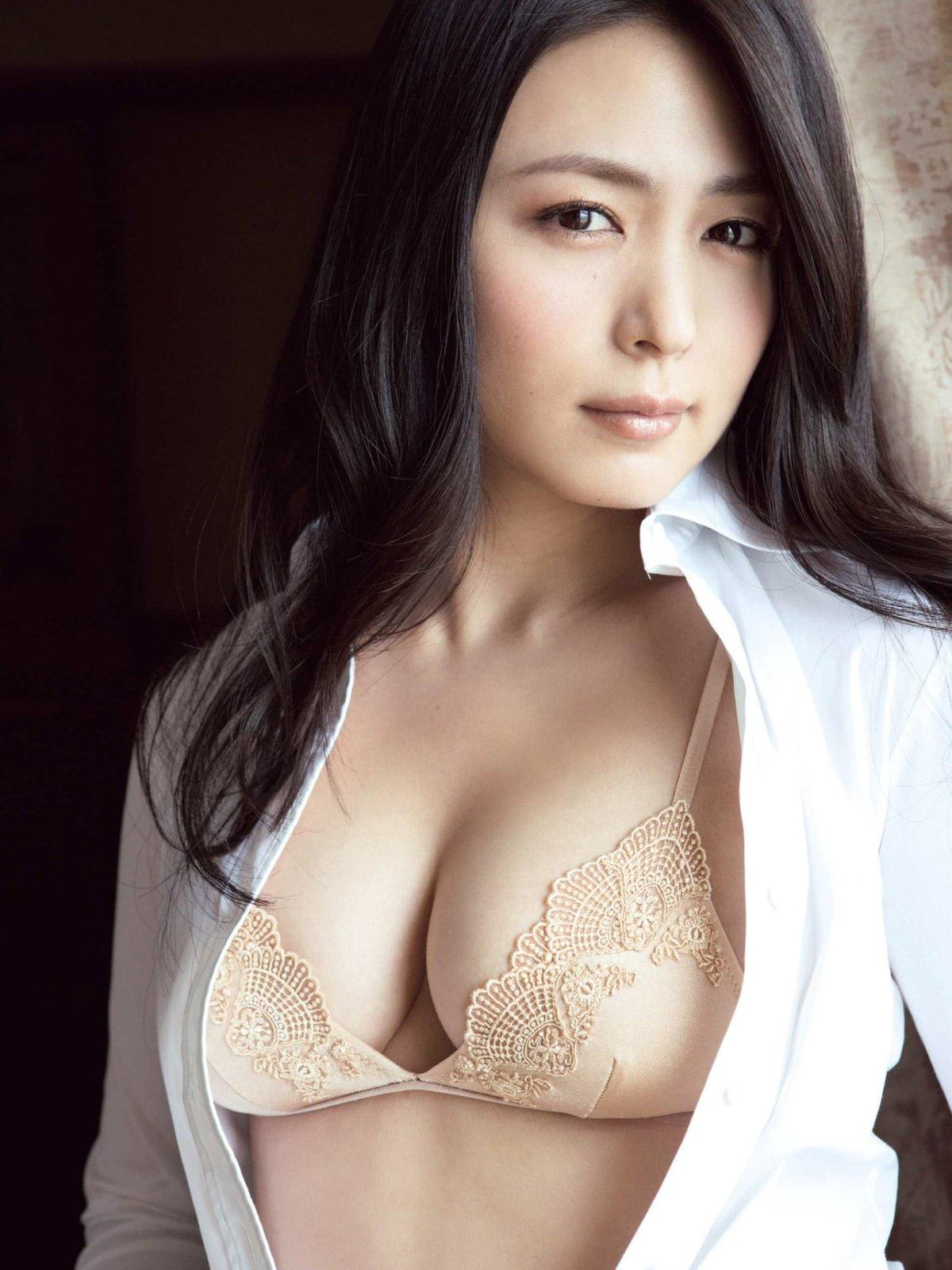 川村ゆきえ 限界超えエロス美熟ボディ&競艇おっぱいセクシー画像