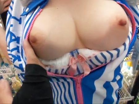 <個人投稿>「ちょっ・乳でっけぇーー!!ww」ローソン店内で美爆乳なアルバイト店員を生ハメ撮りから生中出し<膣内射精>