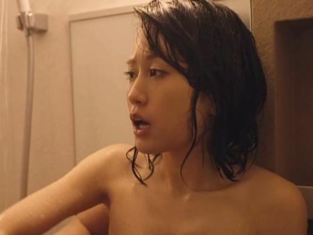 <前田敦子>敏感な乳首を吸われてアヘ顔を見せるエチエチあっちゃん♪浴室での濡れ場にフル勃起w 中村静香<元AKB48>