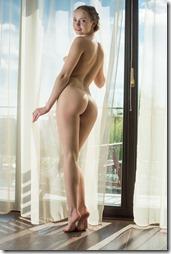 nude-020323 (1)