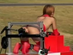 モデル体型の美人お姉さんたちがディルドピストン車に狂う変態レース - Pornhub.com - 200319-111540
