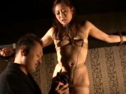 熟女 巨乳 緊縛 美熟女 乳首 拷問 エロい 全裸 乳 電流 - 200403-215720