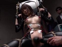 緊縛された女捜査官が媚肉を嬲る電マ責めに悶えて潮吹きアクメ - Pornhub.com - 200528-095210