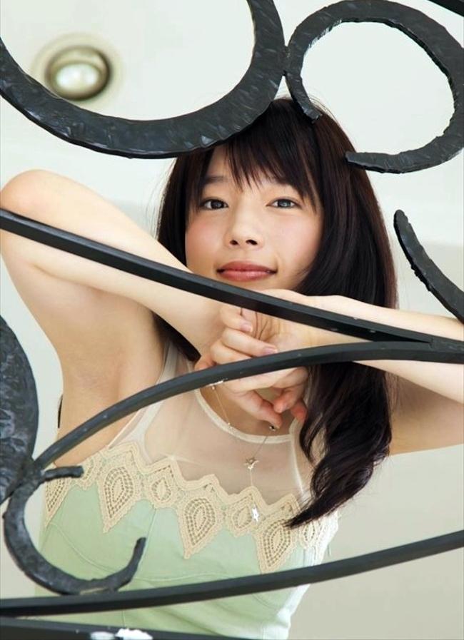 内田真礼の腋見せ (4)