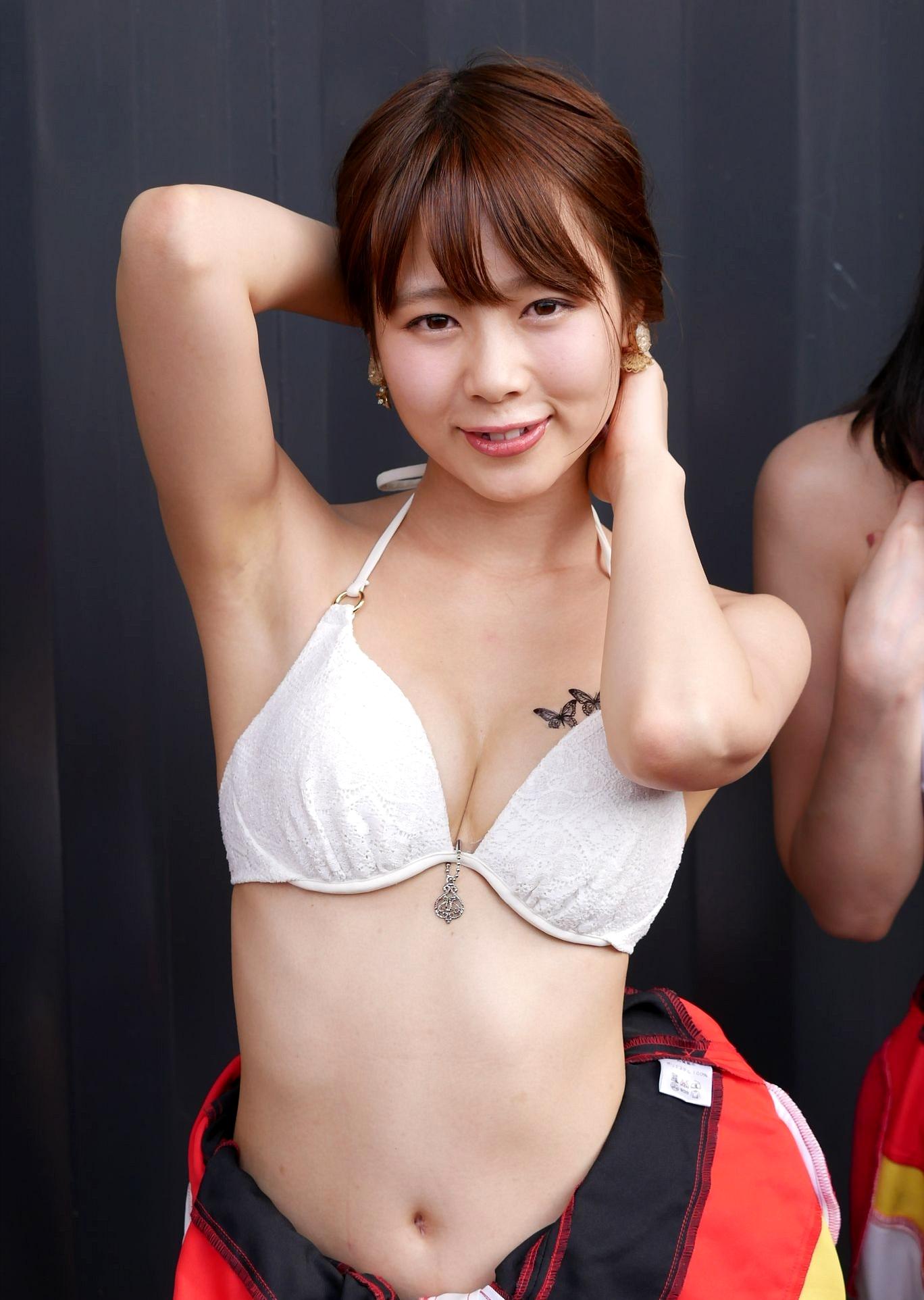 潮田ひかるのジョリ腋 (1)