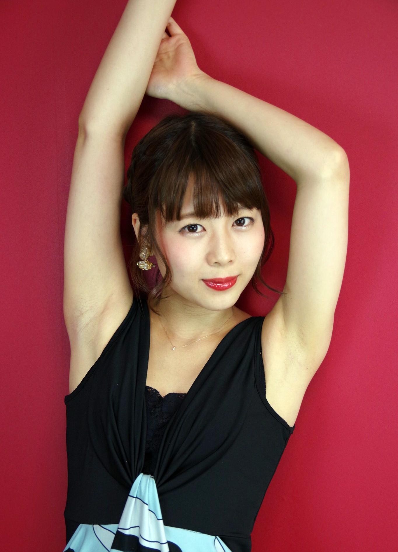 潮田ひかるのジョリ腋 (2)